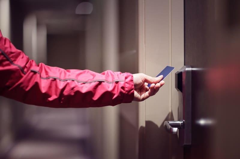 drzwi hotelowe na kartę